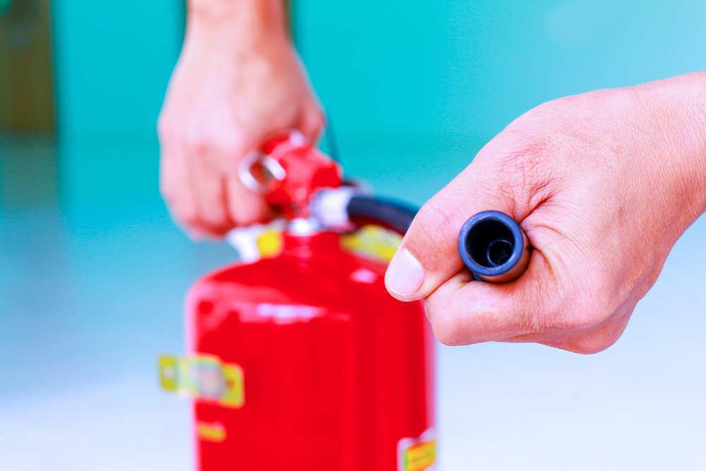 En tu casa por tu seguridad ten siempre a mano un extintor